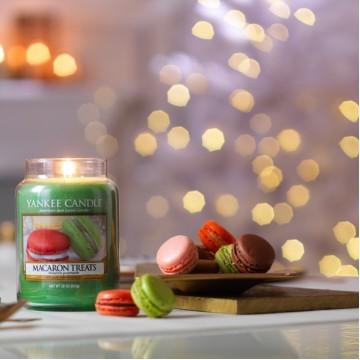 Классический парижский макарун — с нотами ванили, миндаля и, конечно же, легкости.❤️🇫🇷 ⠀Этот аромат аппетитного печенья способен мгновенно улучшить настроение и помочь отвлечься от проблем!✨ ⠀Аромат «MACARON TREATS» - Большая свеча -  2450₽ - Средняя свеча - 1990₽ - Малая свеча - 990₽ - Вотив - 250₽ ⠀ 📌Свеча произведена из парафина высокой очистки. 🕯Доступно для покупки на сайте: ycrussia.ru