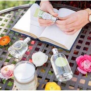 А сейчас давайте рассмотрим два варианта подарков от французского бренда Durance! 🧴🌷 В предверии 8 марта, можем отметить, что косметика- беспроигрышныйподарок для любой девушки! В нашем ассортименте:крема, маски, гели для душа, шампуни и мыло. В состав каждого товара входят только натуральные ингредиенты: фруктовые кислоты, растительные экстракты (листьев оливы, облепихи, мака и пр.), органические масла (миндаля, абрикоса, ши и др.)👌 ⠀ 🕺Подарите аромат любви! Изысканная парфюмерия бренда Durance de Provence находится в гармонии с элегантностью и качеством! ⠀ В наличии парфюмы: - для него - для нее ⠀ Полный каталог и подборку подарков вы найдёте на сайте durancerussia.ru 👉🏻 в разделе подарочные наборы.