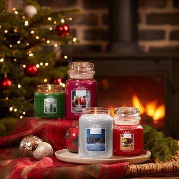 Совсем скоро мы окунемся в атмосферу праздников, белоснежных деревьев и уютных вечеров с родными! Поэтому пора новой коллекции - ALPINE CHRISTMAS.🎄🥳🎄 . Альпы — это свежий воздух, расслабление и, конечно же, вдохновение! 🏔 . Идеальное место для празднования Рождества с семьей и друзьями ☺✨ Коллекция ALPINE CHRISTMAS включила в себя 4 новых аромата, а также оригинальные подарочные наборы с золотистым праздничным дизайном!😍🎄🎄🎄 . 📍В наличии для заказа на сайте YCRUSSIA.RU 📍А со вторника уже в нашем шоу-руме на дизайн-завод Flacon😊🕯